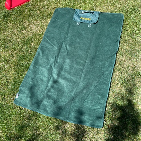 Thirty-One Packers Rollup Outdoor Blanket